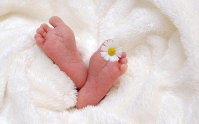 Mon bébé est né : comment l'annoncer à toute la famille ?